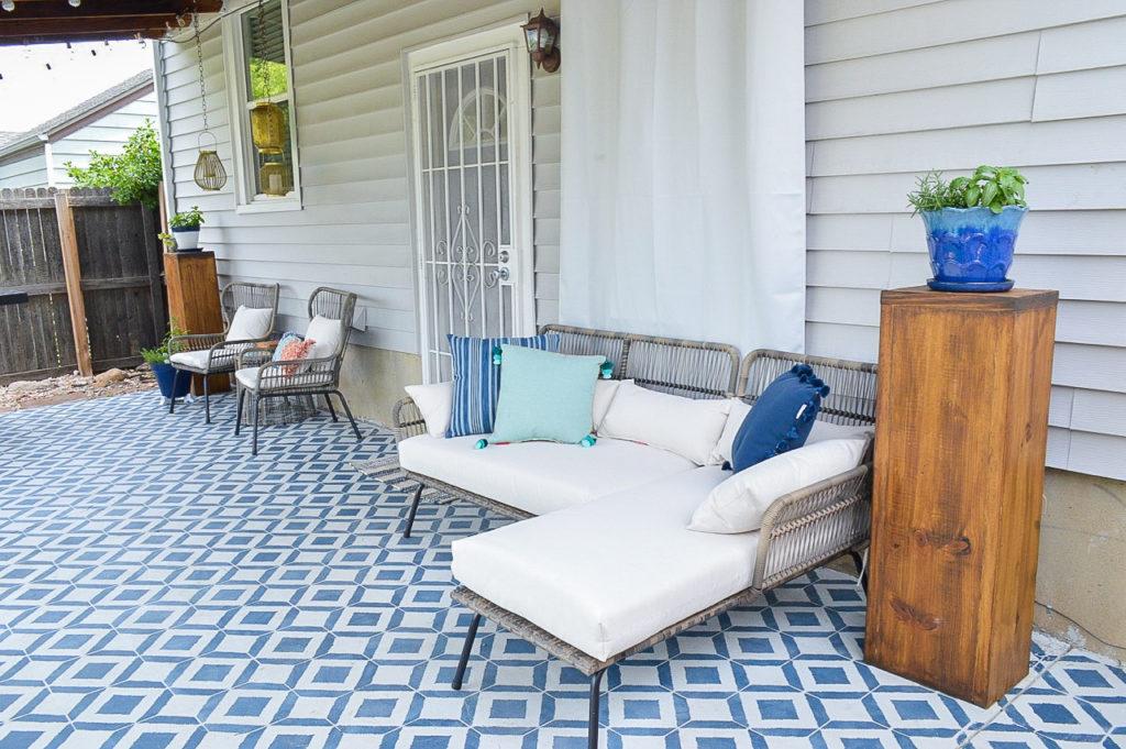 Modern Moroccan Patio Decor | Transform your backyard with this contemporary patio design